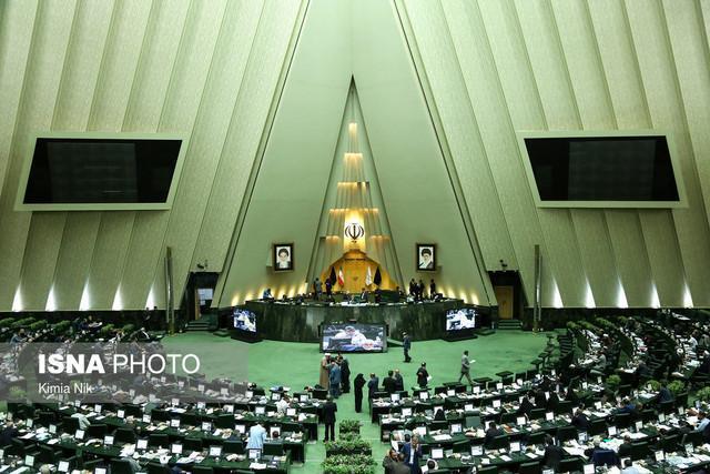 آنالیز مسائل روز کشور در نشست نمایندگان فراکسیون های سیاسی با رئیس مجلس