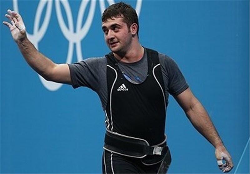 وزنه برداری قهرمانی دنیا، حضور محمدپور در سالن برای دریافت طلای المپیک
