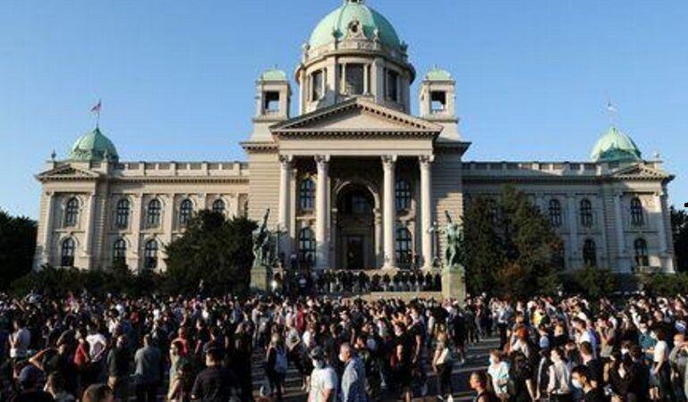 تجمع معترضان در پایتخت صربستان به خشونت کشیده شد