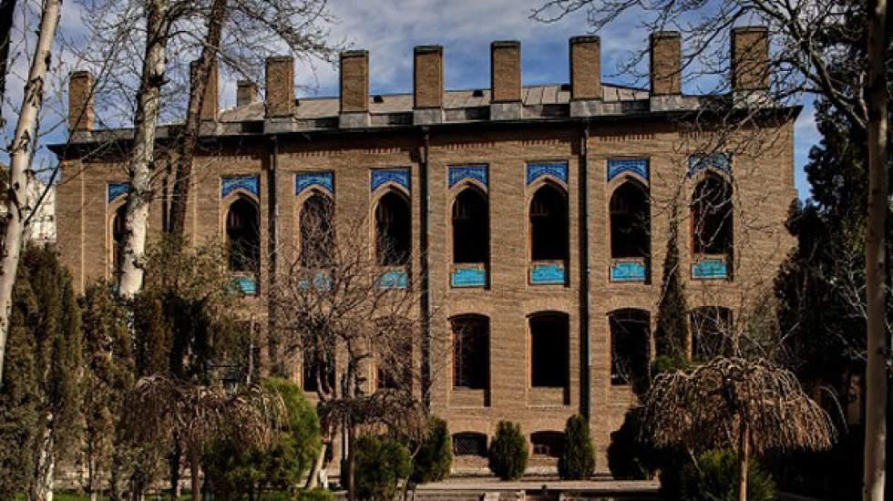 آثار هنری بانک خصوصی در باغ نگارستان نمایش داده می گردد