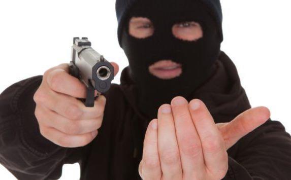 دستگیری عامل سرقت مسلحانه خودرو در شهرک صنعتی شرق سمنان