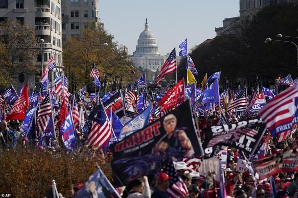 جولان هواداران مسلح ترامپ در شهر های مختلف آمریکا