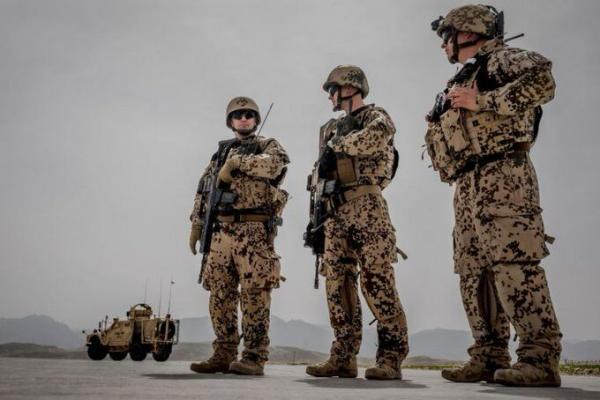 خبرنگاران ناتو:عقب نشینی از افغانستان را شروع کردیم