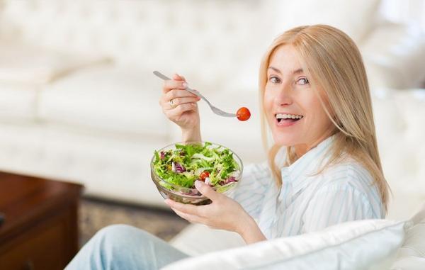 رژیم یائسگی؛ تغذیه چه تأثیری بر علائم شما در این دوره دارد؟